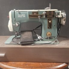 Antigüedades: ANTIGUA MAQUINIA DE COSER ELECTRICA ALFA MATIC 103-3 CON CAJON FUNCIONA. Lote 275469953