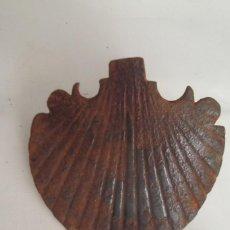 Antigüedades: MAGNIFICO CLAVO DE FORJA DE SIGLO XVII EN FORMA DE CONCHA ,BUEN TAMAÑO 11CM DIAMETRO CONCHA. Lote 275555108