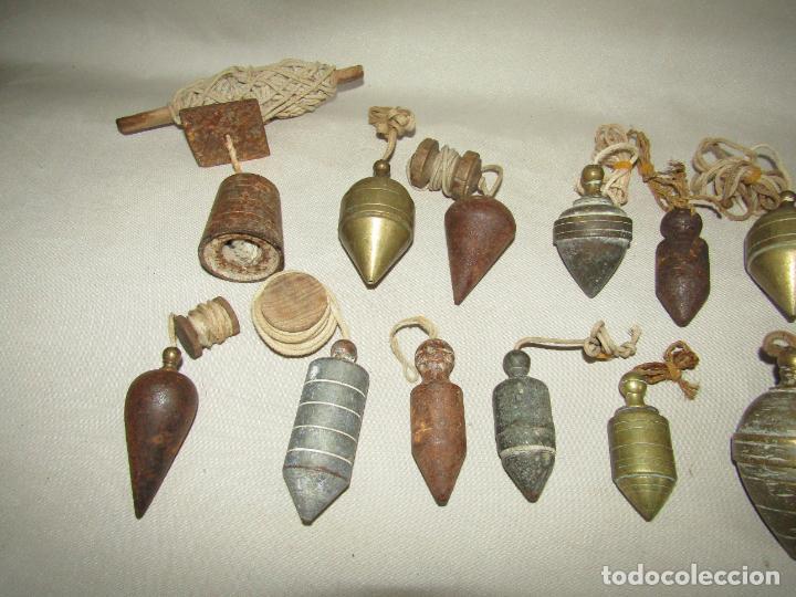 Antigüedades: Antigua Colección de 15 Plomadas de Albañil Siglos XVIII - XIX - XX en Bronce y Hierro - Foto 2 - 275562613