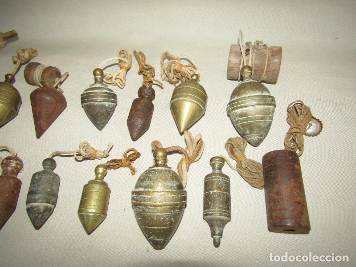 Antigüedades: Antigua Colección de 15 Plomadas de Albañil Siglos XVIII - XIX - XX en Bronce y Hierro - Foto 3 - 275562613
