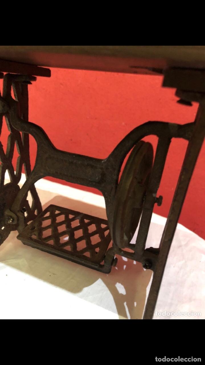 Antigüedades: Miniatura antigua máquina de coser - Foto 8 - 275724783