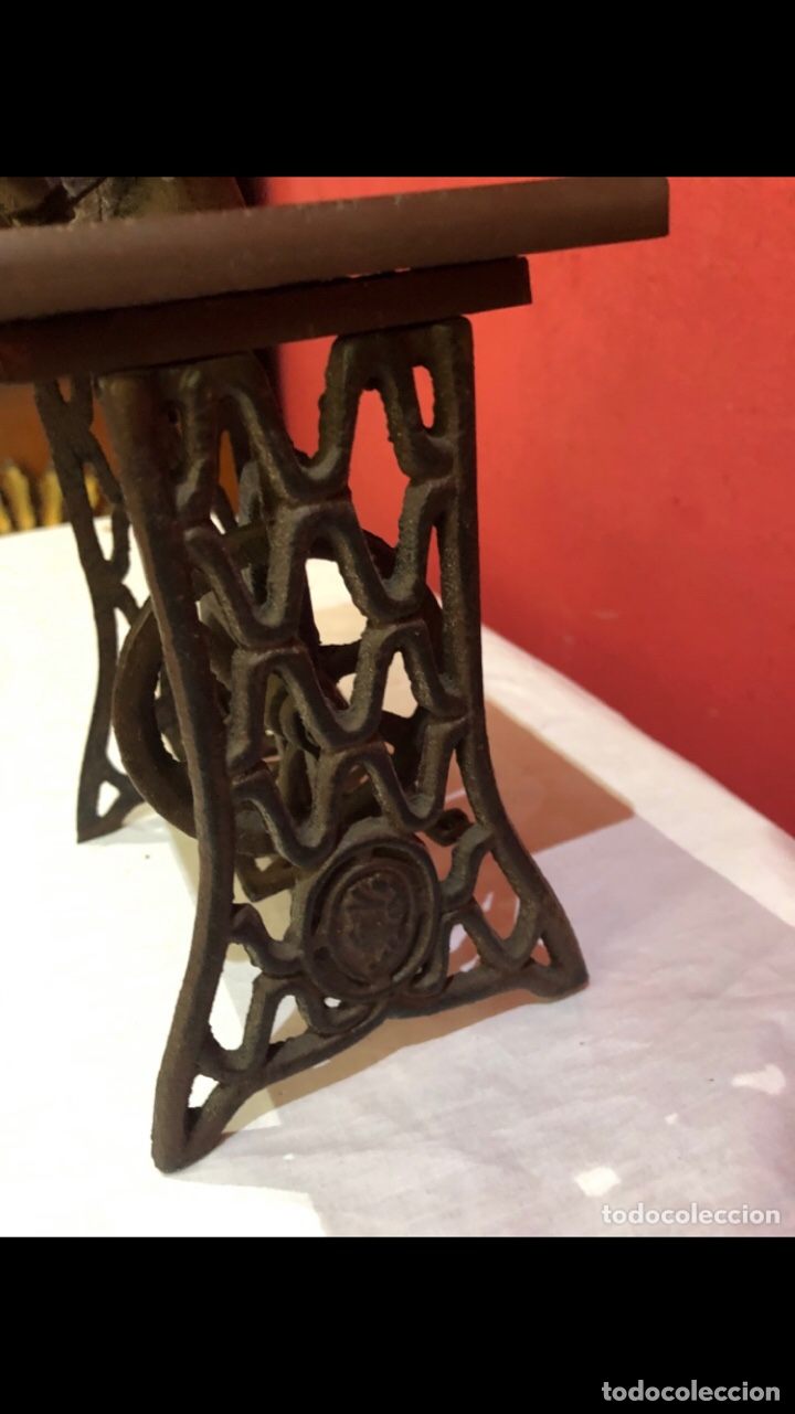 Antigüedades: Miniatura antigua máquina de coser - Foto 9 - 275724783