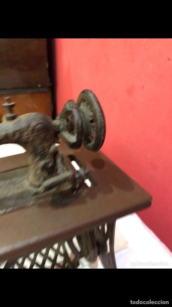 Antigüedades: Miniatura antigua máquina de coser - Foto 12 - 275724783