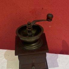 Antigüedades: ANTIGUO MOLINO DE CAFÉ MADERA . VER FOTOS. Lote 275855133