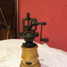 Antigüedades: PEPPER MILL MADERA ESTILO ANTIGUO HECHO A MANO MECANISMO DE MOLIENDA DE COBRE. Lote 275855498