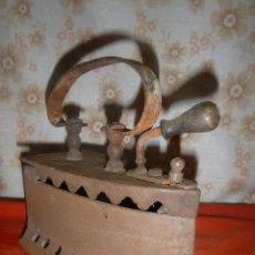 Antigüedades: ANTIGUA PLANCHA DE CARBON. Lote 275950578