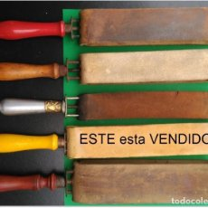 Antigüedades: SUAVIZADOR, ASENTADOR O AFILADOR DE CUERO PARA NAVAJAS DE AFEITAR, BARBERO. Lote 276064808