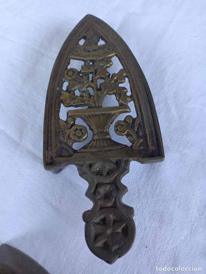Antigüedades: Antigua plancha de carbón de sastrería con base - Foto 6 - 276070513