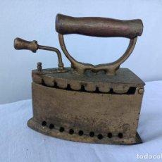 Antigüedades: ANTIGUA PLANCHA DE CARBON. Lote 276072528