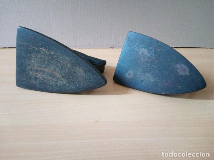 Antigüedades: LOTE DE 2 PLANCHAS DE HIERRO ANTIGUAS AÑOS 30/40 - Foto 7 - 276084268