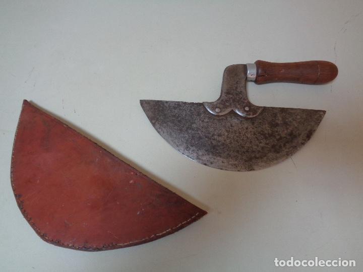 CUCHILLO CORTADOR DE CUERO PARA GUARNICIONEROS (Antigüedades - Técnicas - Herramientas Antiguas - Otras profesiones)