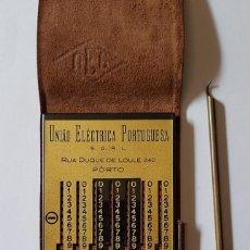 Antigüedades: CALCULADORA MECANICA DE BOLSILLO UNIAO ELECTRICA PORTUGUESA COMPLETA Y FUNCIONAL. Lote 276255218