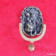 Antigüedades: MARAVILLOSA ALDABA DE BRONCE MACIZO CON PATINA CON SU TOC TOC EN BRONCE. Lote 276298408