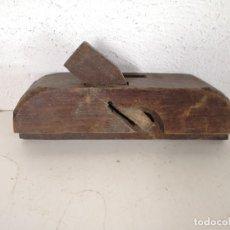 Antigüedades: ANTIGUO CEPILLO DE CARPINTERO DE MADERA, UNOS 28 CMS. DE LARGO. Lote 276364243