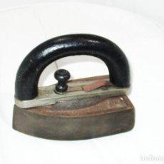 Antigüedades: ANTIGUA PLANCHA DE HIERRO CP 5 CON MANGO DESMONTABLE. SUELA: 15 X 8,5 CMS.. Lote 276370323