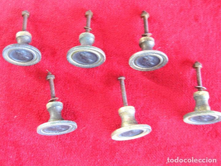 Antigüedades: 6 TIRADORES DE LATON CON FIGURA GRECOROMANA EN BRONCE PARA RESTAURAR MUEBLE - Foto 4 - 276401578