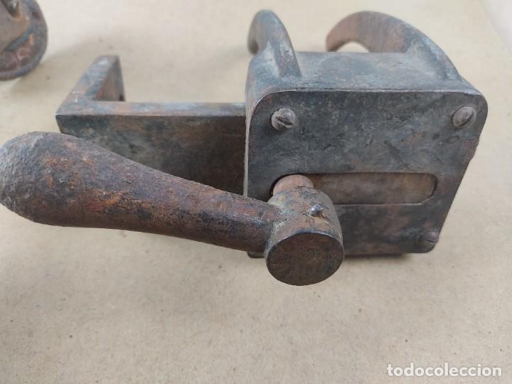 MANIVELA DE PORTON MUY ANTIGUO (Antigüedades - Técnicas - Cerrajería y Forja - Forjas Antiguas)