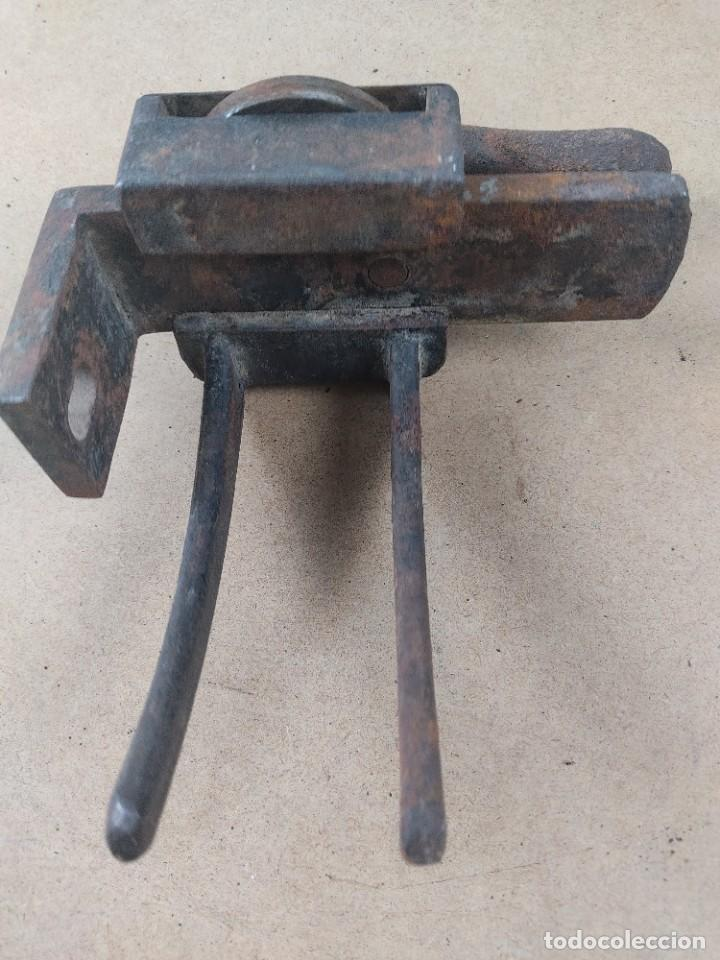 Antigüedades: manivela de porton muy antiguo - Foto 5 - 276477943