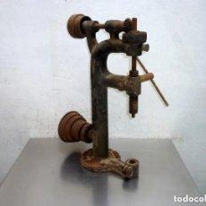 Antigüedades: ANTIGUO TALADRO DE CORREAS.TAL Y COMO SE VE EN LAS FOTOS.. Lote 276587903