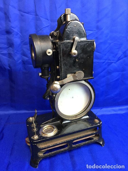 Antigüedades: proyector de cine Pathe baby Brevete con caja original - Foto 2 - 276628233