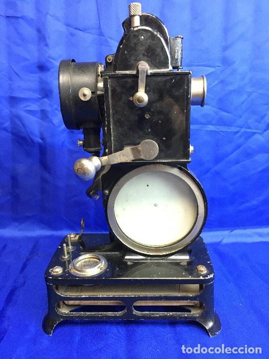 Antigüedades: proyector de cine Pathe baby Brevete con caja original - Foto 3 - 276628233
