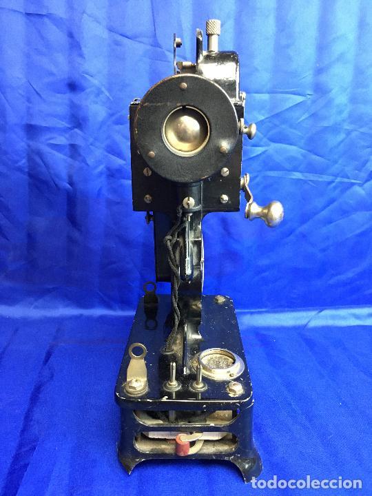 Antigüedades: proyector de cine Pathe baby Brevete con caja original - Foto 4 - 276628233