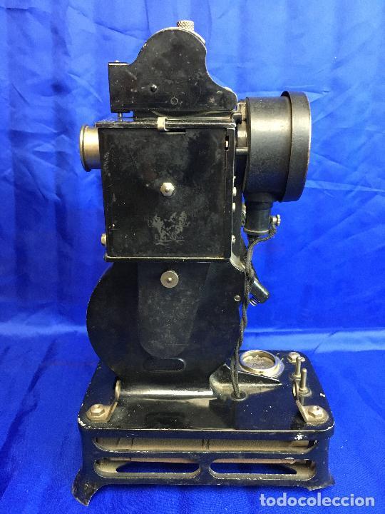 Antigüedades: proyector de cine Pathe baby Brevete con caja original - Foto 5 - 276628233