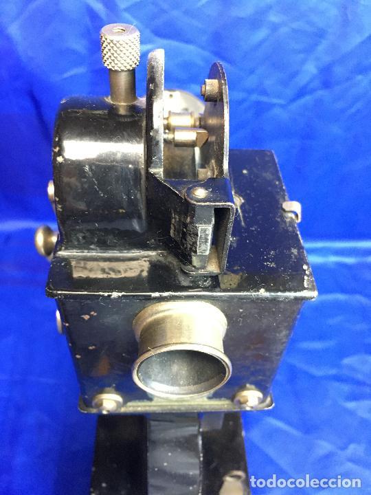 Antigüedades: proyector de cine Pathe baby Brevete con caja original - Foto 8 - 276628233