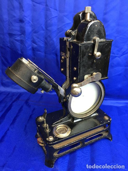 Antigüedades: proyector de cine Pathe baby Brevete con caja original - Foto 9 - 276628233