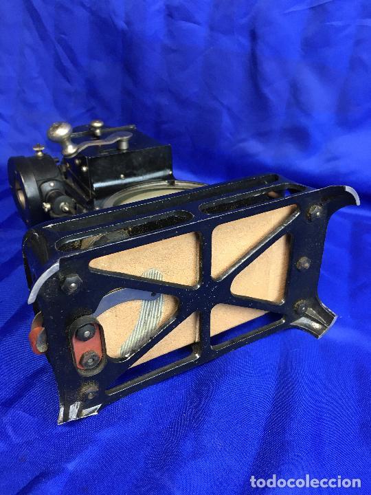 Antigüedades: proyector de cine Pathe baby Brevete con caja original - Foto 11 - 276628233