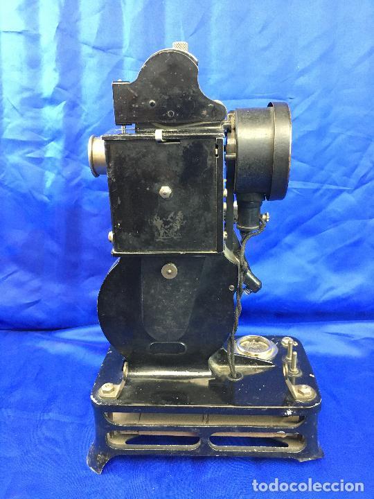 Antigüedades: proyector de cine Pathe baby Brevete con caja original - Foto 13 - 276628233