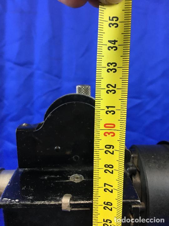 Antigüedades: proyector de cine Pathe baby Brevete con caja original - Foto 14 - 276628233