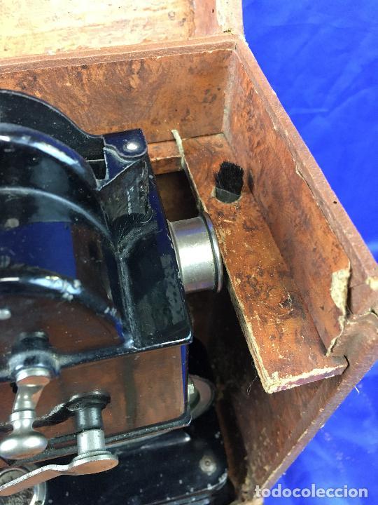 Antigüedades: proyector de cine Pathe baby Brevete con caja original - Foto 27 - 276628233