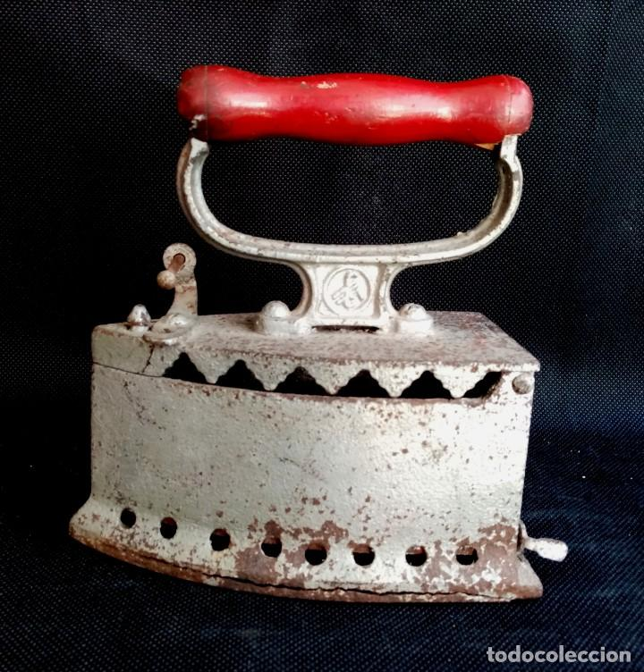 PLANCHA DE CARBON P.S.XX CIF (Antigüedades - Técnicas - Planchas Antiguas - Carbón)