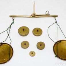 Antigüedades: ANTIGUA BALANZA DE FARMACIA O DE JOYERO SIGLO XIX ORIGINAL. DE BRONCE. Lote 276682248