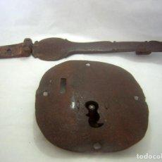 Antigüedades: CERRADURA MUY ANTIGUA DEL S XVIII / XIX PARA ARCA O SIMILAR. Lote 276697883