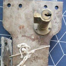 Antigüedades: CERRADURA CERROJO PORTON ANTIGUO 27X12CMS. Lote 276708043