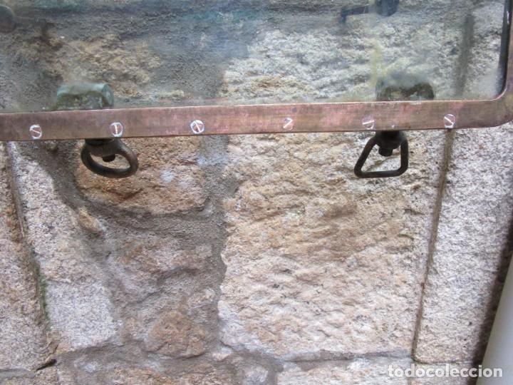 Antigüedades: ANTIGUO PORTILLO VENTANA ABISAGRADA DE BARCO, BRONCE, 14 KILOS 54X54X3.CM DE LOS 50S+ INFO li. - Foto 4 - 276724903