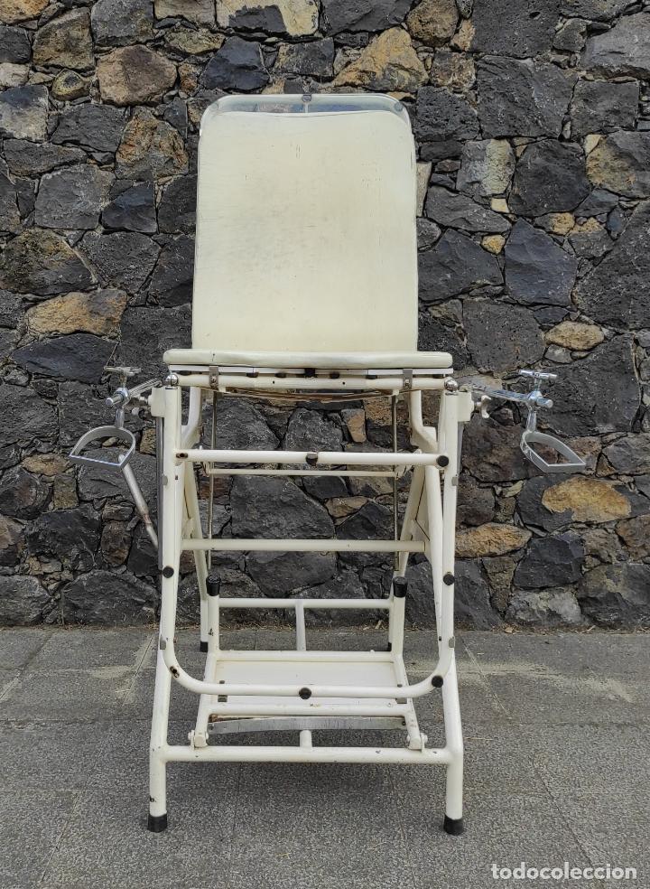 Antigüedades: Antigua Camilla de Medico Ginecólogo - Metal y Cristal - Plegable - Años 40 - Foto 3 - 276926633