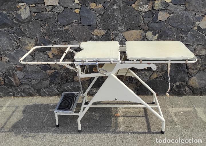 Antigüedades: Antigua Camilla de Medico Ginecólogo - Metal y Cristal - Plegable - Años 40 - Foto 24 - 276926633
