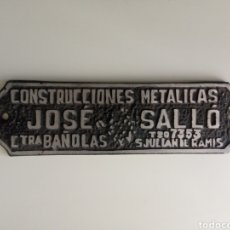 Antigüedades: CHAPA METÁLICA ANTIGUA DESAPARECIDA CONSTRUCCIONES JOSÉ SALLÓ CTRA. BAÑOLAS SAN JULIÁN DE RAMIS. Lote 277017468