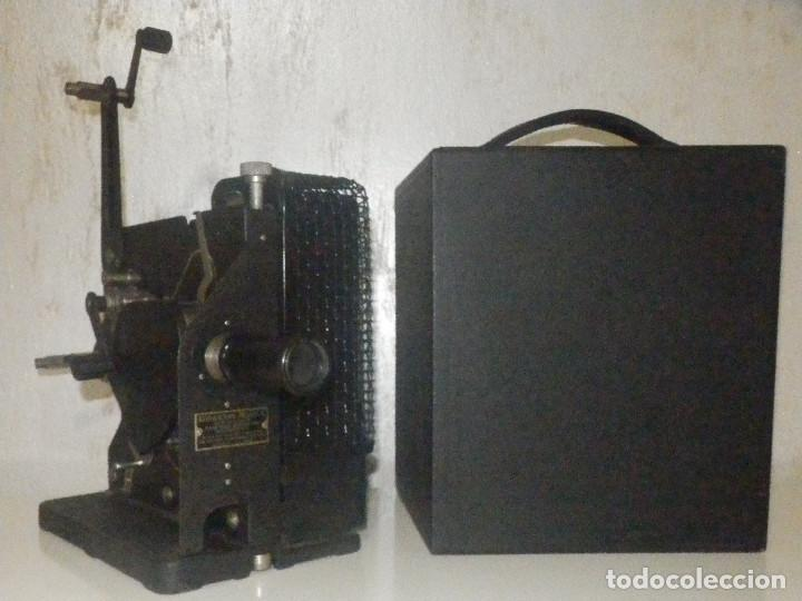 PROYECTOR EASTMAN KODAK - KODASCOPE MOLDEL C - 1924 - 115 VOLTIOS - C/ CAJA Y ACCESORIOS (Antigüedades - Técnicas - Aparatos de Cine Antiguo - Proyectores Antiguos)