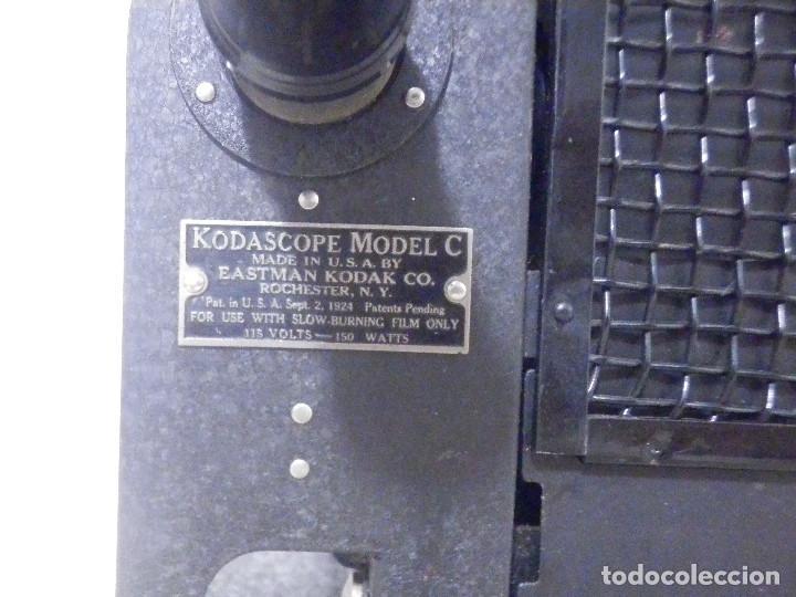 Antigüedades: Proyector Eastman Kodak - Kodascope Moldel C - 1924 - 115 Voltios - C/ Caja y accesorios - Foto 3 - 277127988