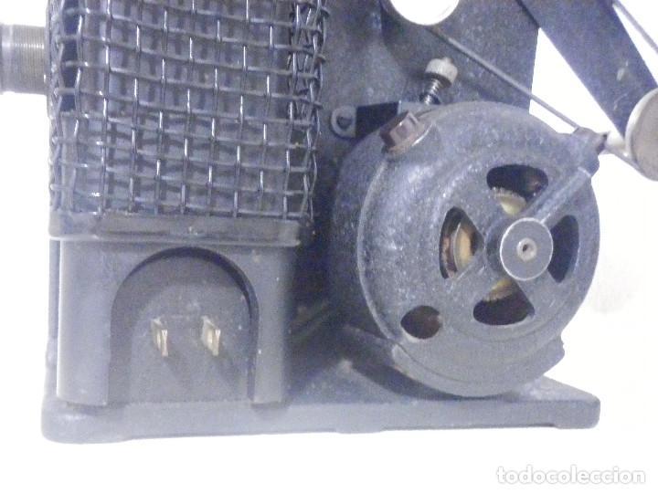 Antigüedades: Proyector Eastman Kodak - Kodascope Moldel C - 1924 - 115 Voltios - C/ Caja y accesorios - Foto 5 - 277127988