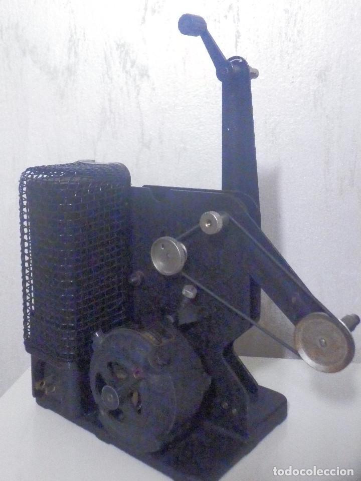 Antigüedades: Proyector Eastman Kodak - Kodascope Moldel C - 1924 - 115 Voltios - C/ Caja y accesorios - Foto 7 - 277127988