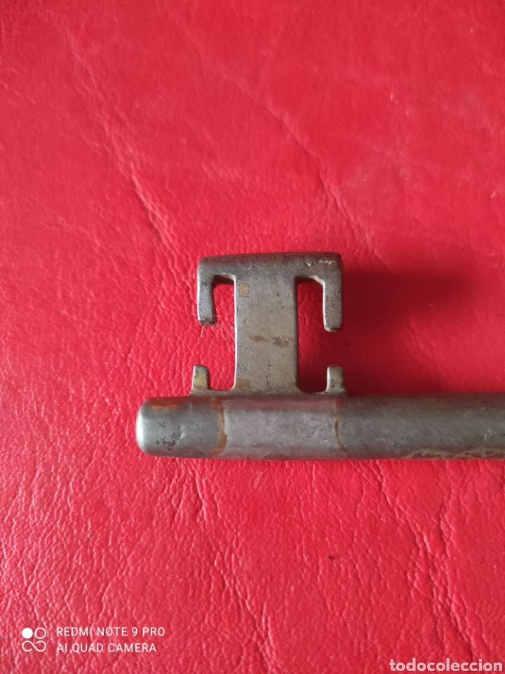 Antigüedades: Antigua llave de forja maciza mide 15 cm de largo - Foto 3 - 277189848