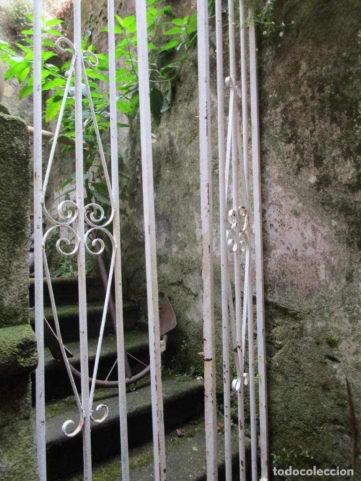 Antigüedades: PUERTA DE LOS AÑOS EN HIERRO Y FORJA MECANICA - 2 HOJAS 231X118CM ABISAGRADAS, AÑOS 80 + INFO - Foto 6 - 277198723