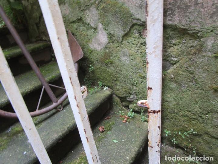 Antigüedades: PUERTA DE LOS AÑOS EN HIERRO Y FORJA MECANICA - 2 HOJAS 231X118CM ABISAGRADAS, AÑOS 80 + INFO - Foto 7 - 277198723