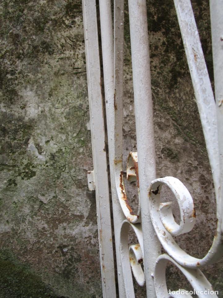 Antigüedades: PUERTA DE LOS AÑOS EN HIERRO Y FORJA MECANICA - 2 HOJAS 231X118CM ABISAGRADAS, AÑOS 80 + INFO - Foto 8 - 277198723