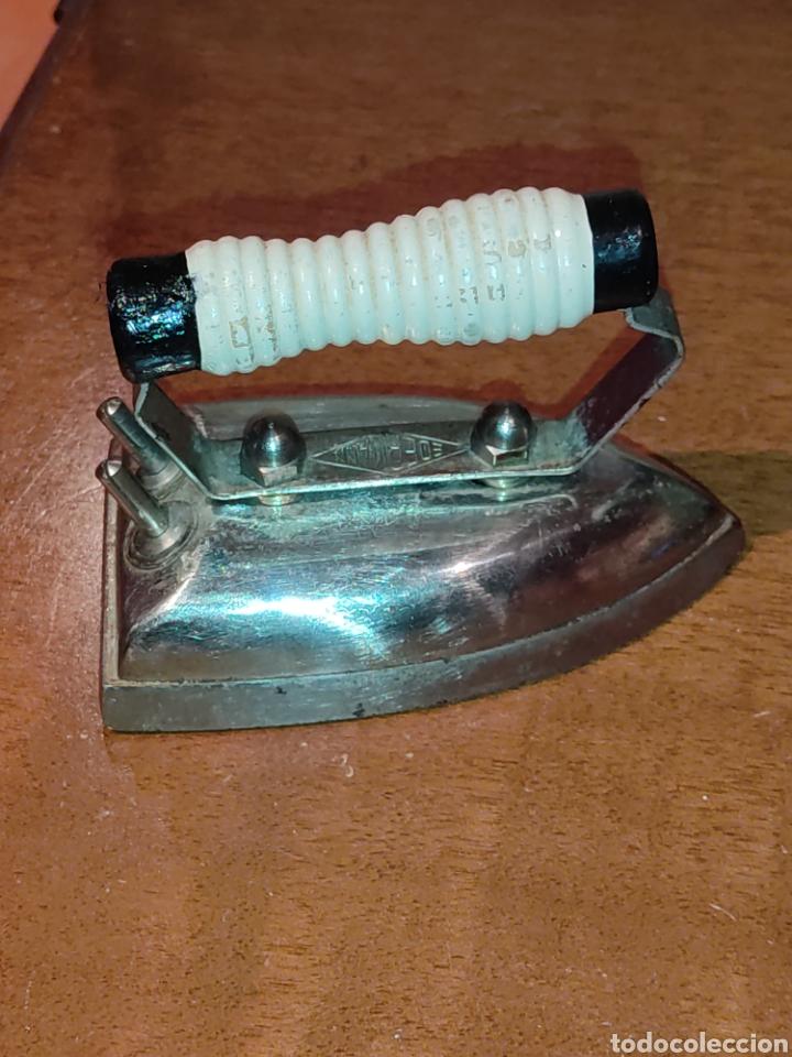 Antigüedades: Plancha electrica Edermann pequeña,corriente 125.VOL - Foto 4 - 277253113